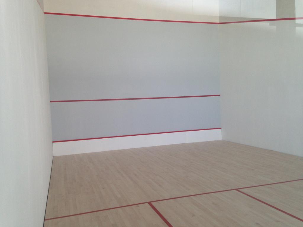 Pose terrain de squash