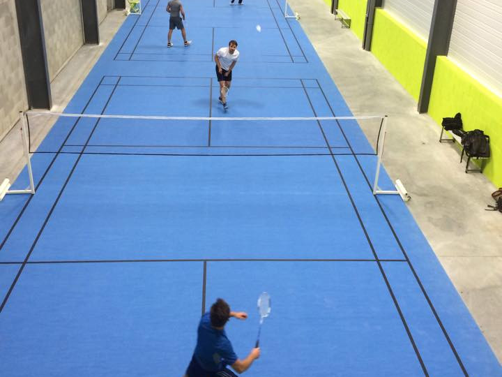pose terrain de badminton