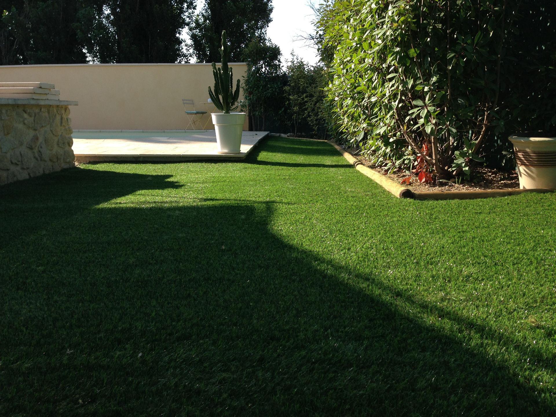 cr ation jardin en pelouse synth tique sports syst mes. Black Bedroom Furniture Sets. Home Design Ideas