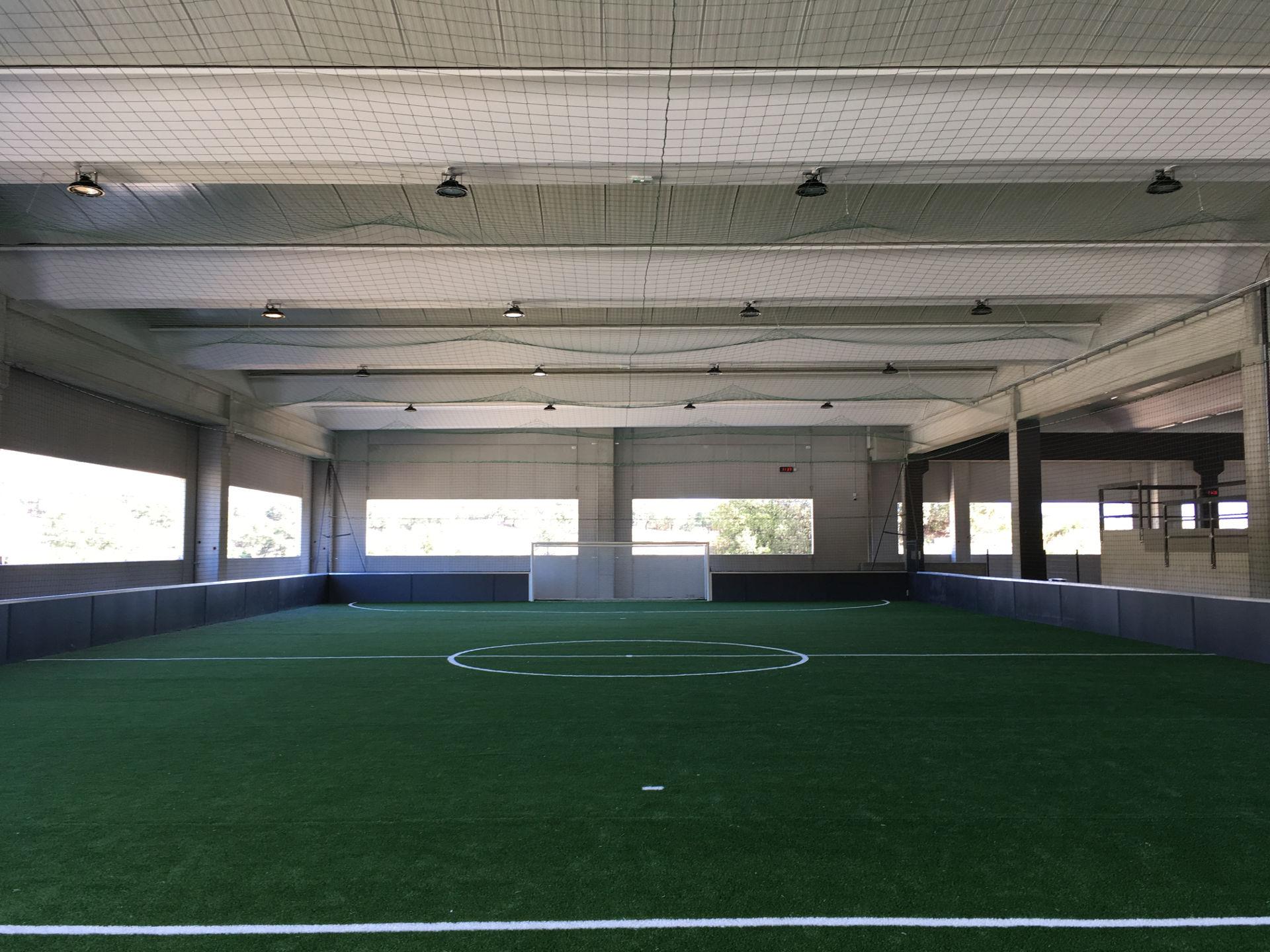 Création terrain de foot en salle