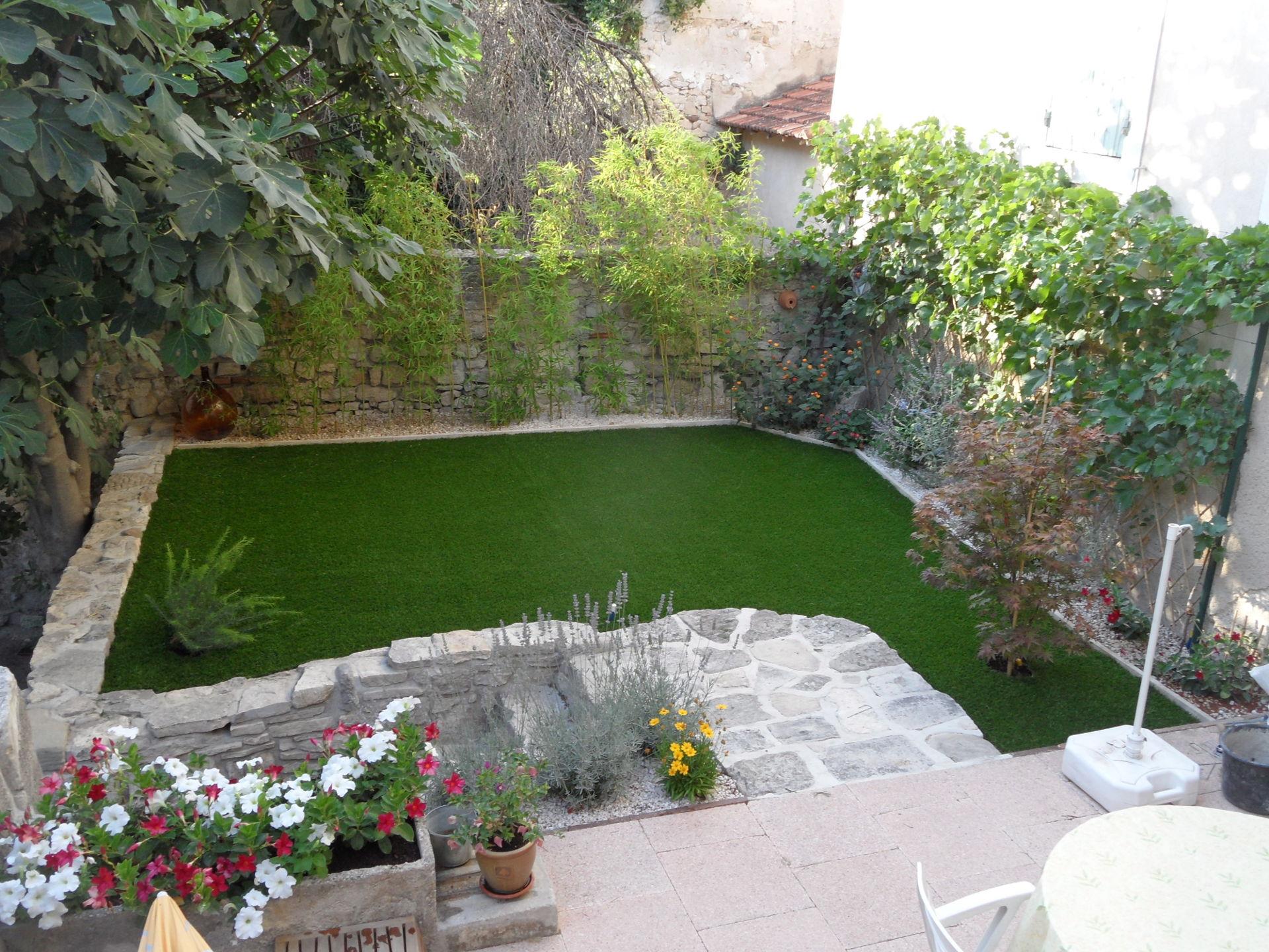Réalisation jardin en pelouse synthétique