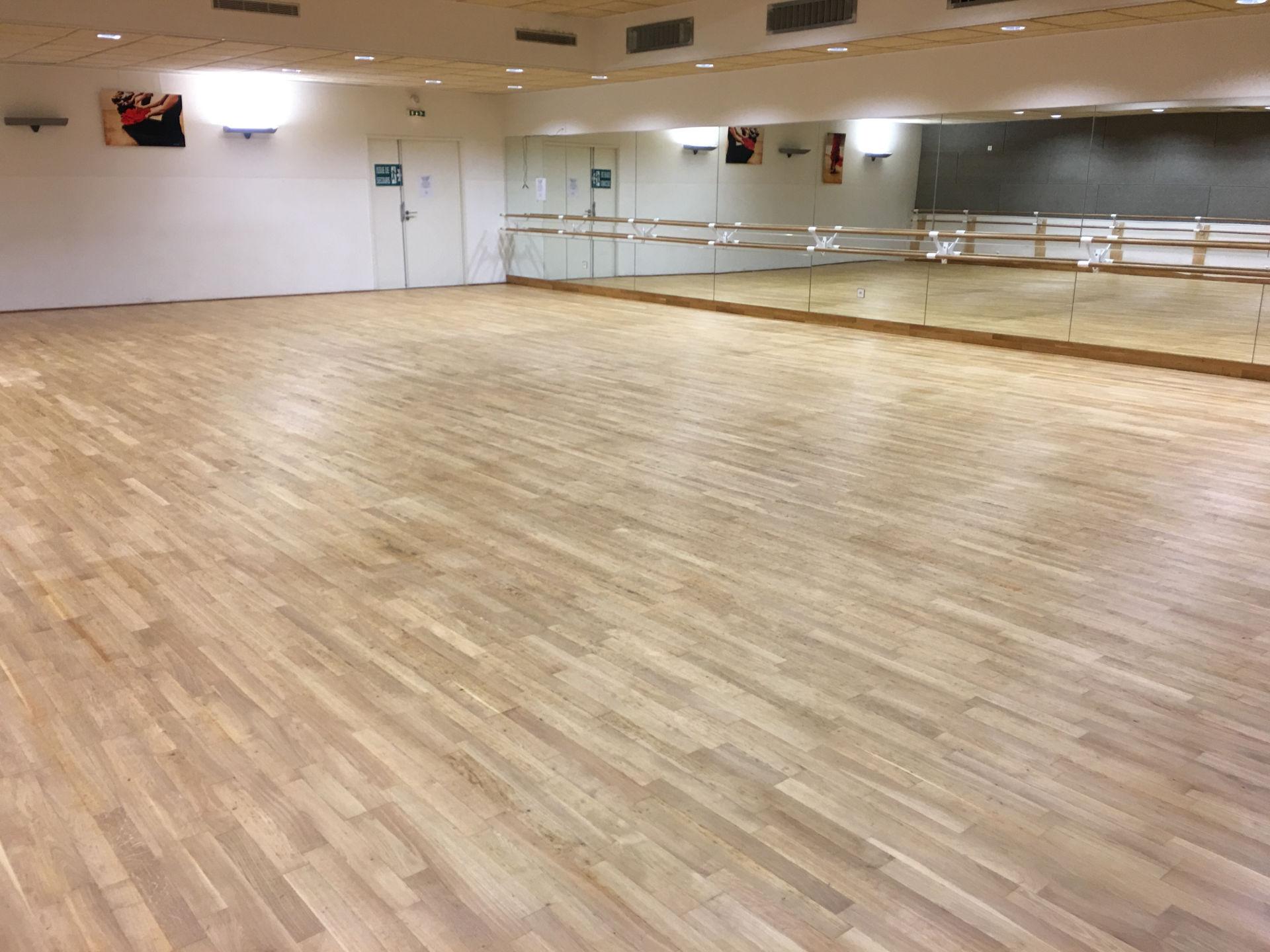 réfection de parquet dans une salle de danse à Mauguio