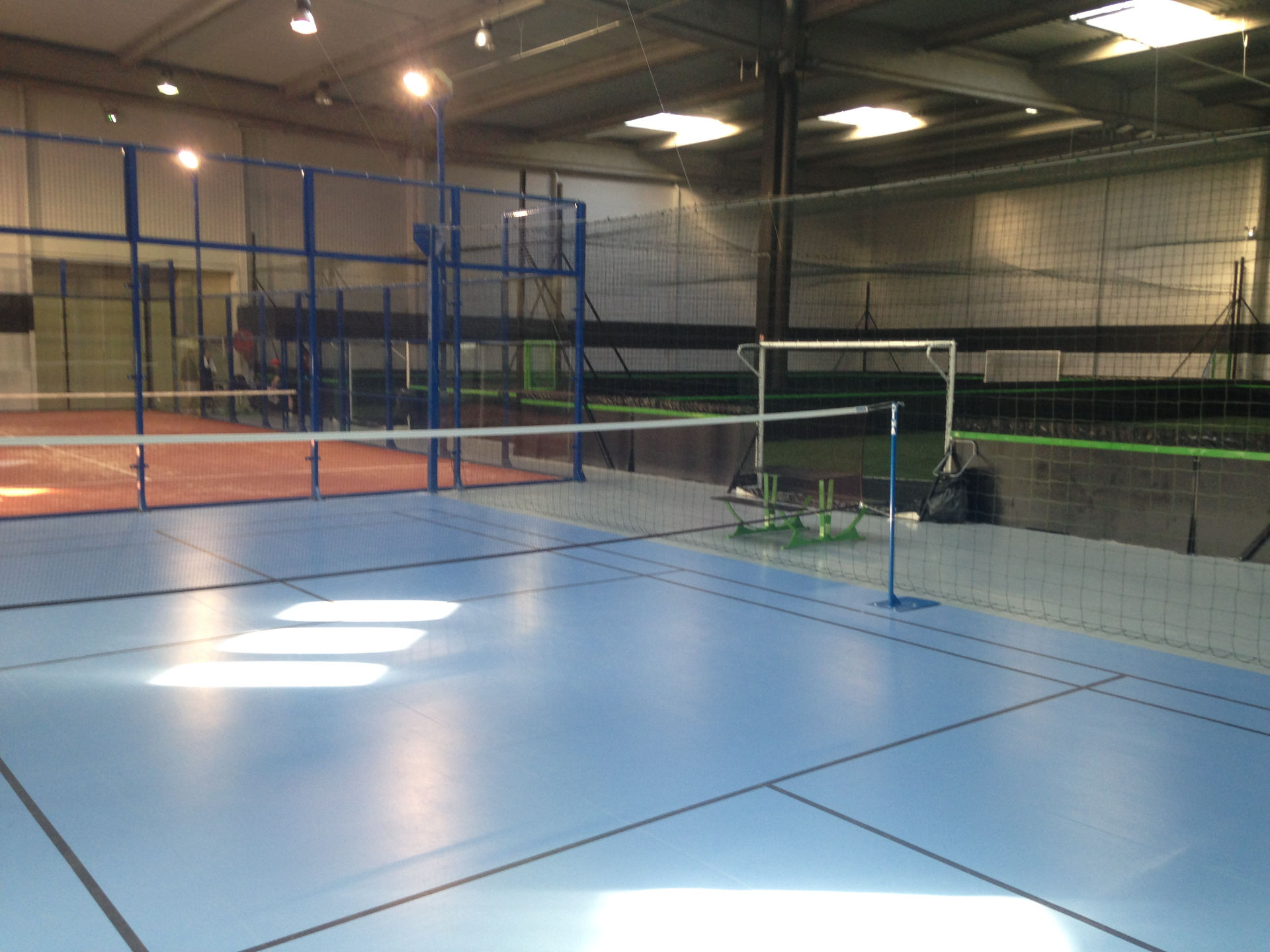 Fabrication terrain de badminton Servon