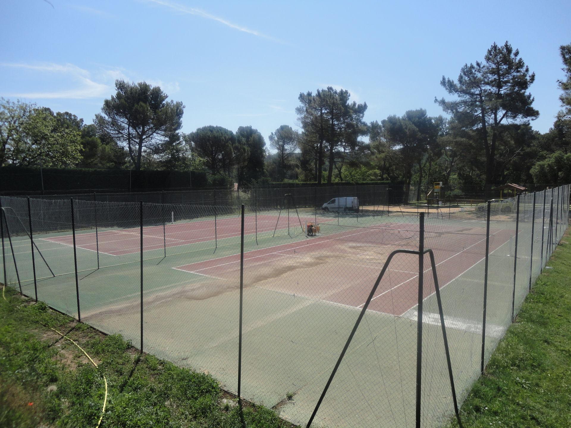 Construction terrain de tennis
