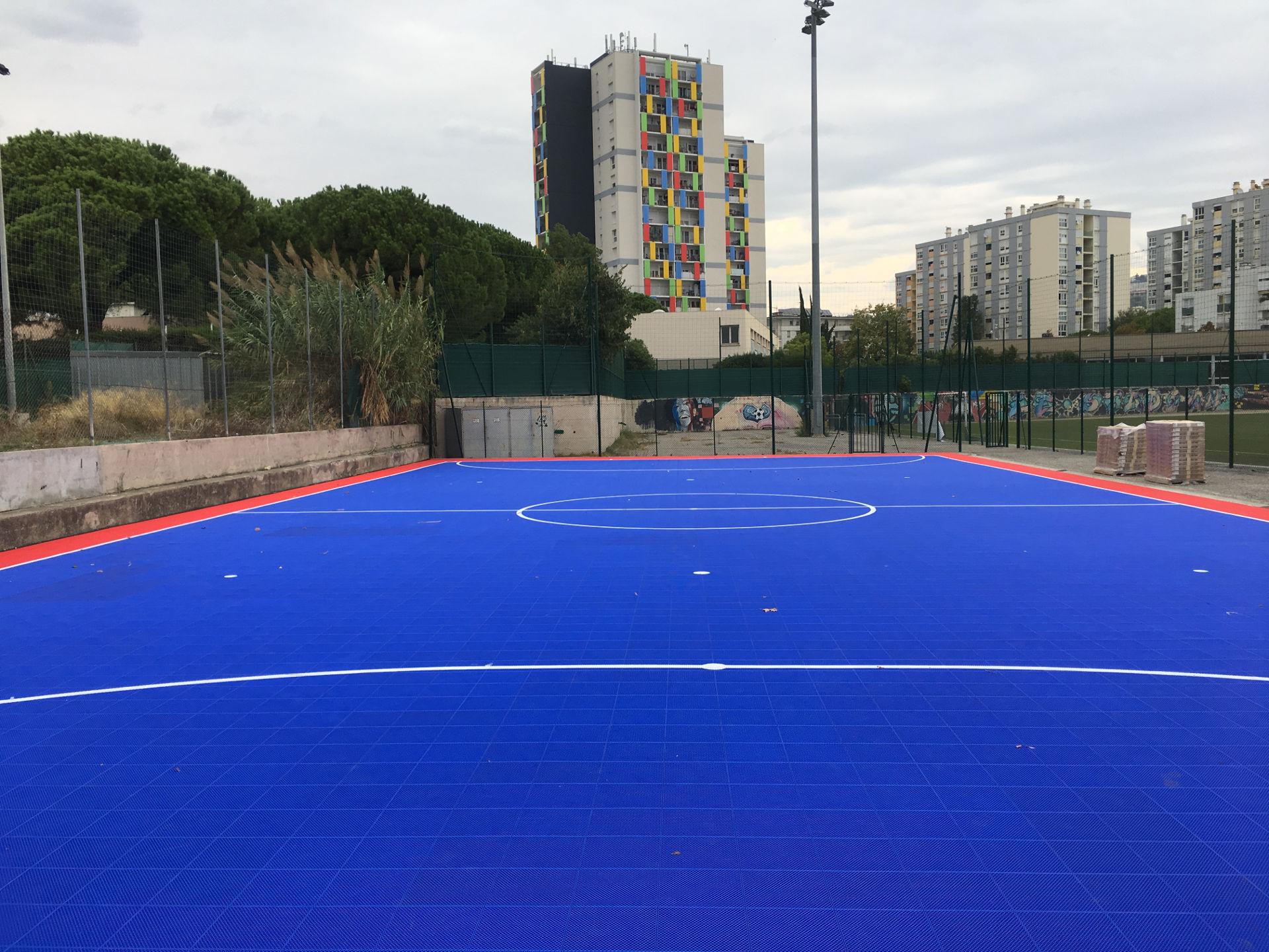 Pose dalles de futsal à Nice