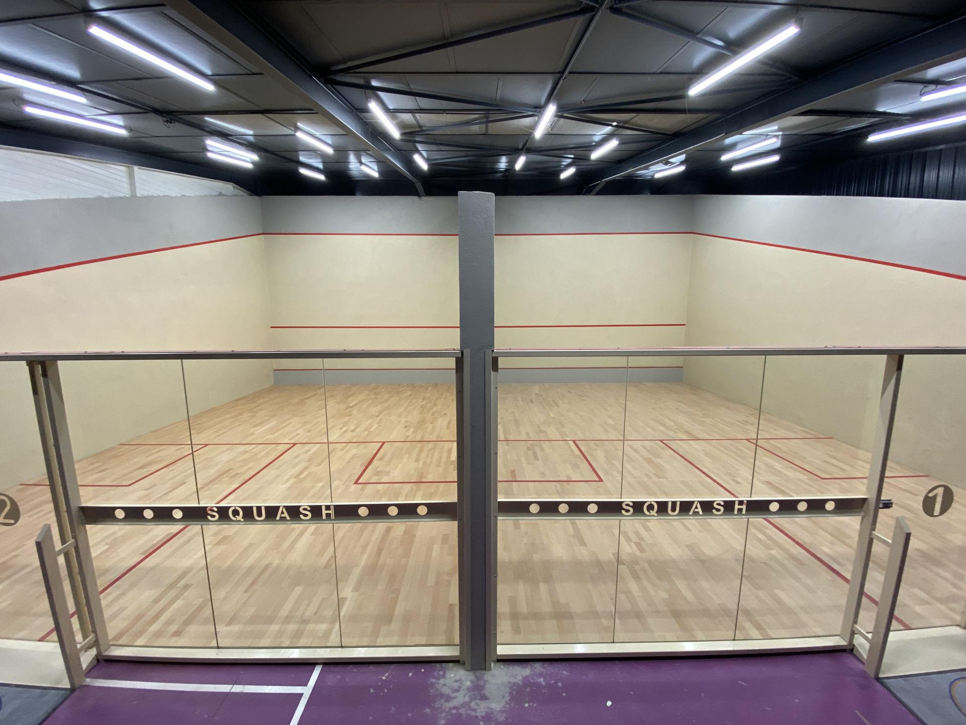 Réalisation courts de squash à L'Estrat