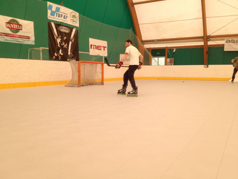 Revêtement sol terrain de hockey inline