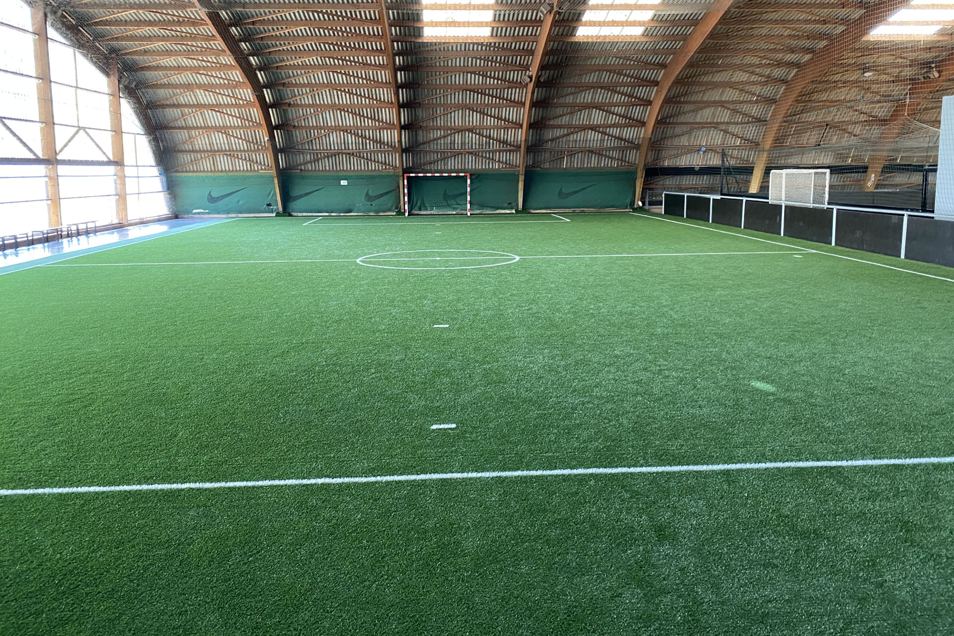 création terrain football indoor Avignon