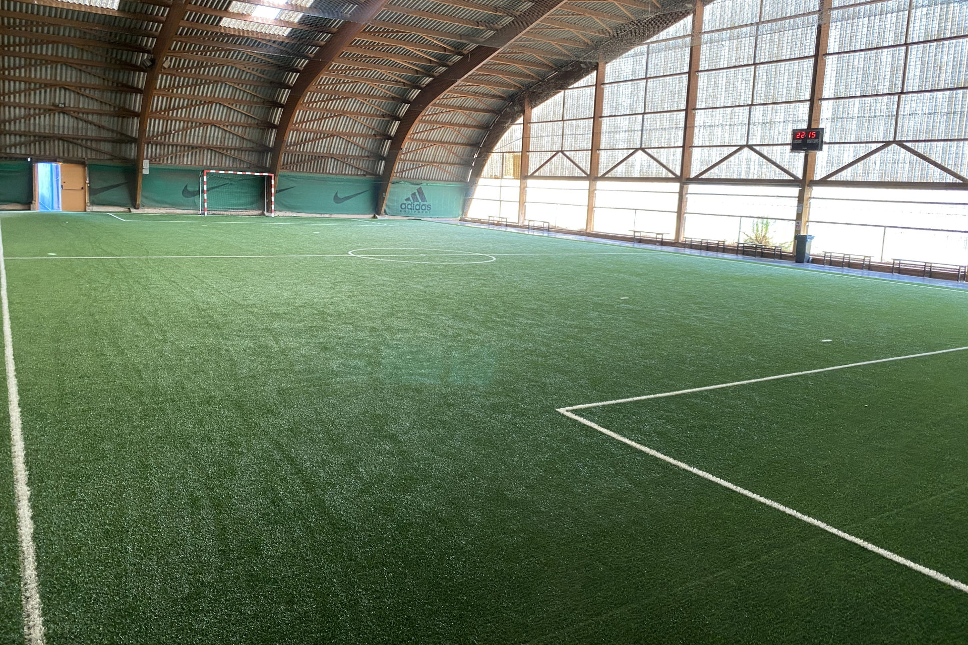 création terrain football indoor Avignon